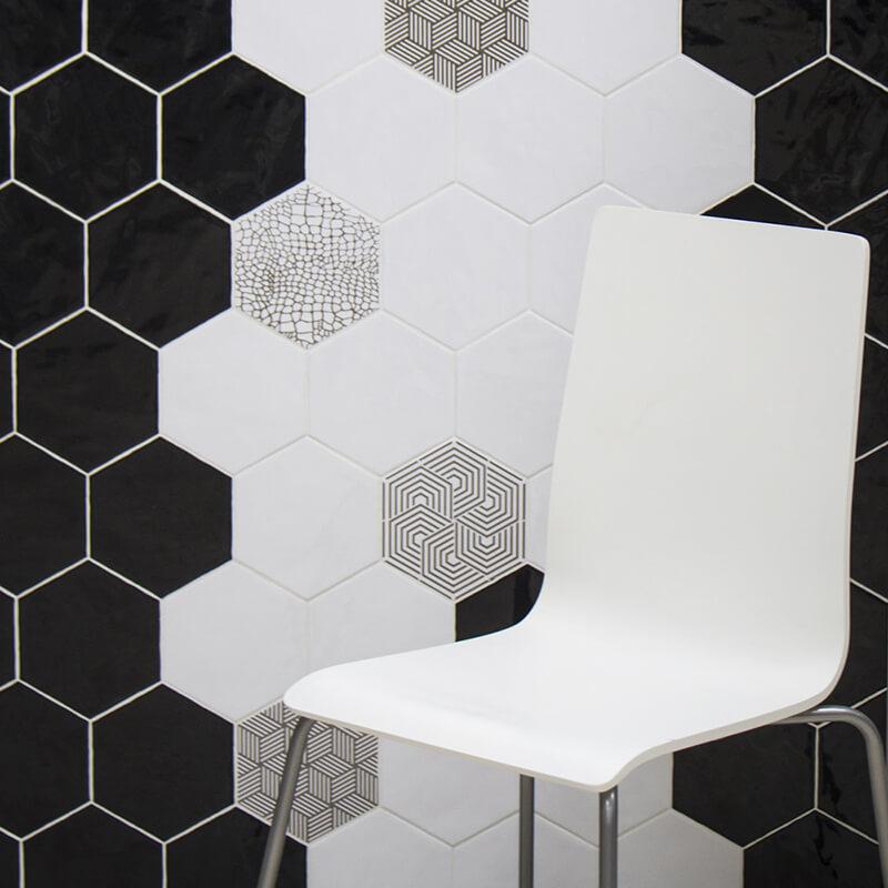Aplicación de azulejos con diseño personalizado hexagonales para paredes