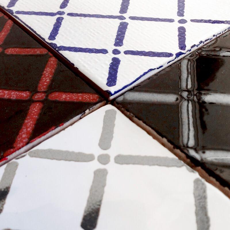 Azulejos con diferentes texturas y colores aplicadas a un mismo diseño